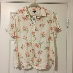 New Torrid Size 1 White Floral Button Down Blouse